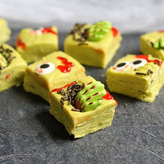 ZOMBIE FUDGE! Gory, spooky, EASY zombie fudge for a fun Halloween treat idea. #zombie #zombies #Halloween #Halloweentreats #Halloweenparty #easyfudge #fudgerecipe #easyfudgerecipe #candyeyes #spookysweets