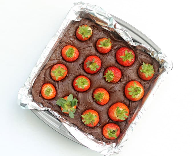 how to make chocolate covered strawberry fudge -in baking pan