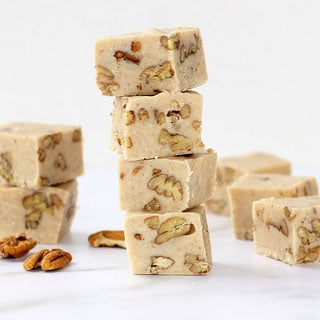 BUTTER PECAN FUDGE -- Delicious easy fudge recipe with white chocolate, brown butter, buttered pecans, and cinnamon. How to brown butter. #easyfudge #fudgerecipe #butterpecan #butterpecanfudge #microwavefudge #howtobrownbutter #brownbutter